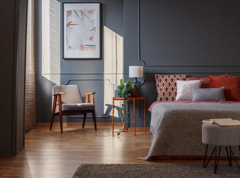 dark-grey-bedroom-interior-GZDNB64.jpg